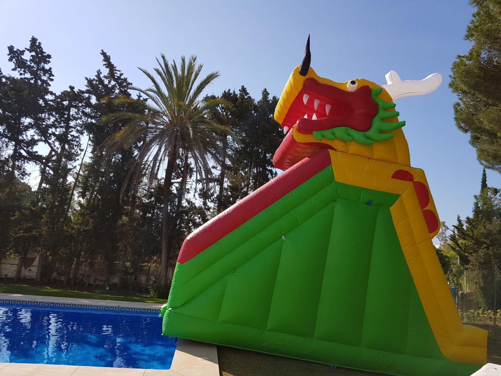 Alquiler castillo hinchable Málaga